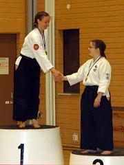 Suvi ja Emmi palkintopallilla SM 2006 KuopiossaKuva Aarne Soininen